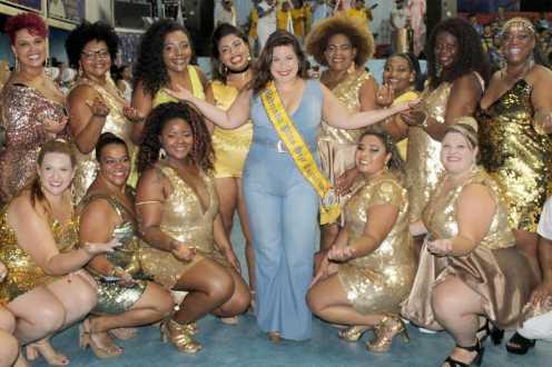 Atriz da Rede Globo Mariana Xavier é empossada como Madrinha da Ala Plus Size em escola de samba de SP