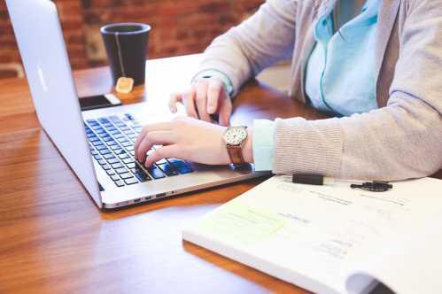 Inscrições para cursos de Auxiliar Administrativo e Auxiliar de Vendas