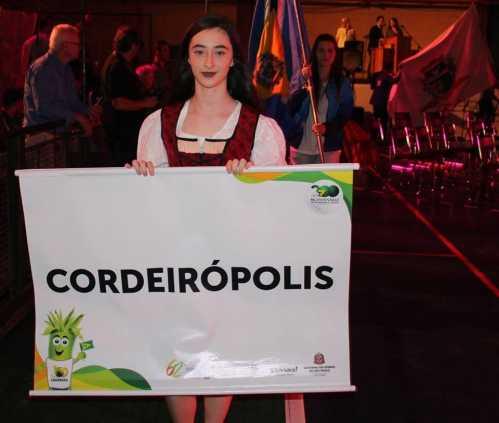 Atletas de Cordeirópolis participam da cerimônia de abertura da 62ª edição dos Jogos Regionais