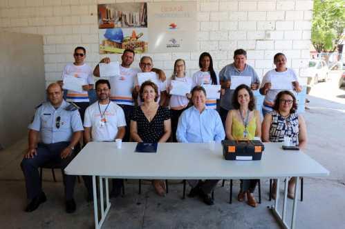 Alunos da primeira turma da Escola de Construção Civil recebem certificados