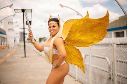 Rainha de Bateria Bicampeã do Carnaval de SP, posa inspirada na 'Fada dos Deuses'