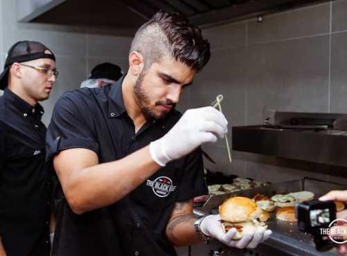 Caio Castro traz hambúrguer vegetal para The Black Beef em Campinas
