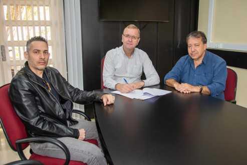 Câmara de Limeira firma convênio com Unicamp para arrecadação e distribuição de livros