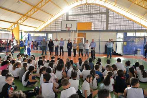 Prefeitura entrega quadra da Emeief Maria Thereza Silveira de Barros Camargo