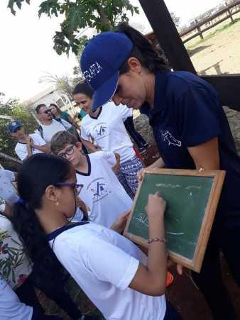 Alunos da rede municipal visitam centro de equoterapia no bairro de Cascalho