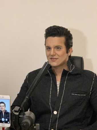 Luan Santana se transforma em Elvis Presley com a ajuda da Gillette