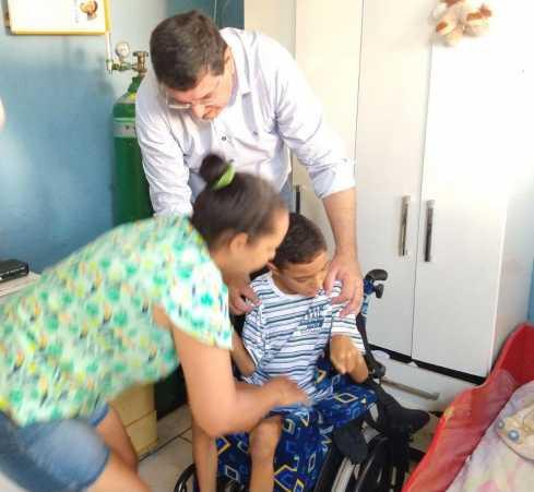 Fundo Social de Solidariedade de Cordeirópolis entrega mais uma cadeira de rodas