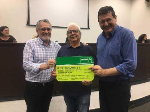 Prefeitura de Cordeirópolis entrega as carteirinhas do plano de saúde aos servidores públicos