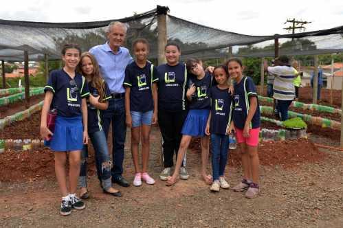 Prefeito de Limeira inaugura horta comunitária no Olga Veroni