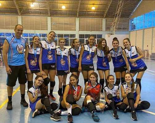 Equipe sub-15 feminina do Nosso Clube é bronze na Copa Regional de Voleibol