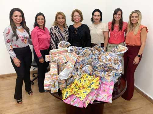 Funcionárias do Santander em Limeira fazem doação de brinquedos