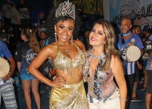 Ex Panicat Tânia Oliveira e Bailarina do Ratinho Cintia Mello curtem último ensaio antes do desfile oficial do Carnaval SP