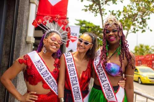 Débora Nascimento, Juliana Alves e Noemia Oliveira são as musas do bloco de Pré Carnaval do Fica Com