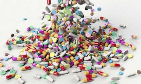 9 informações sobre a mistura de álcool e medicamentos que todo folião deveria saber