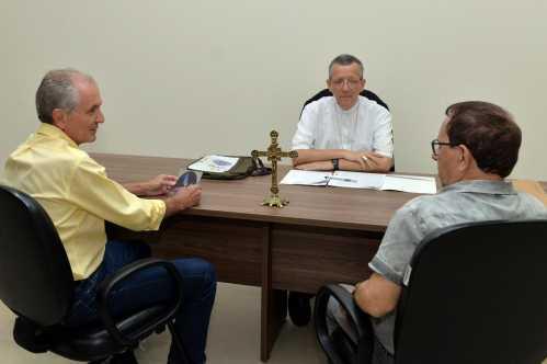Prefeito de Limeira se reúne com Dom José e pede ajuda no combate à dengue