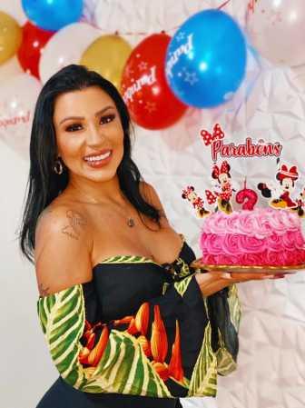 Filha de Gretchen, Jenny Miranda celebra aniversário