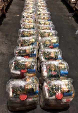 Voluntários buscam apoio para distribuir 300 cestas básicas na Páscoa