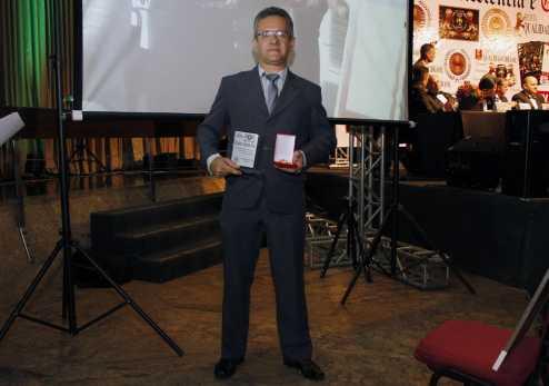 Historiador completa vinte e cinco anos de publicações e lança nova edição de seu livro