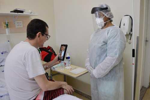 Conversa por vídeo aproxima paciente à família e alivia dor emocional