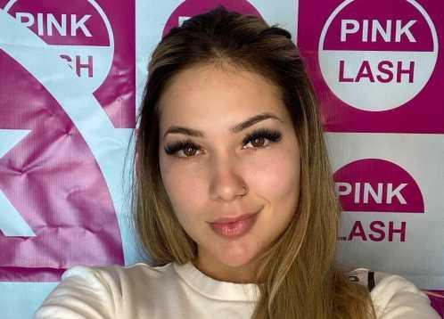 Sob o olhar do namorado, o cantor Zé Felipe, Virginia Fonseca realiza tratamento estético
