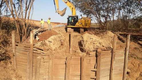 Prefeitura de Limeira faz manutenção em ponte de madeira com apoio da iniciativa privada
