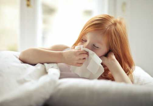 Por que as crianças sofrem mais com infecções no nariz, ouvidos e garganta?