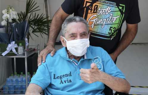 Hospital de Campanha do Ibirapuera dá alta ao último paciente e homenageia profissionais de saúde
