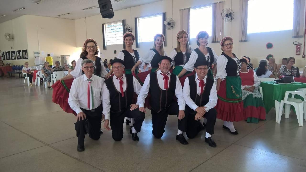 Idosos de Cordeirópolis se divertem com o baile italiano