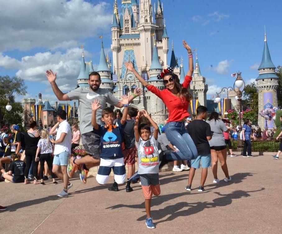 Mamãe fitness Gabi Lubies dá dicas para fazer viagem internacional com crianças