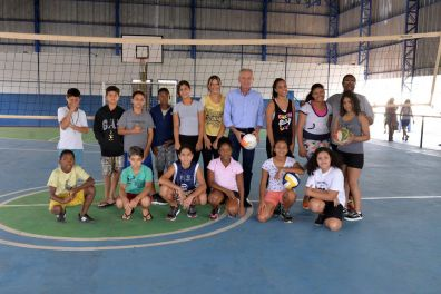 Prefeito de Limeira visita Centro Comunitário Ouro Verde e acompanha atividades após reforma