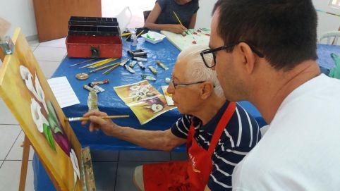 Alunos de 87 e 78 anos contam sobre a experiência de aprenderem artes