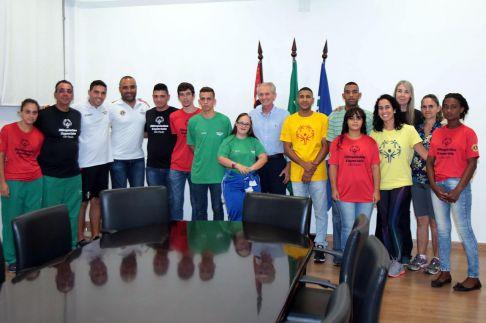 Prefeito recebe atletas de Limeira que vão disputar competição nacional