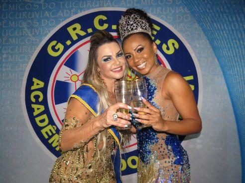 Musa Fitness é coroada Madrinha de Bateria e desfilará ao lado da Rainha Cintia Mello