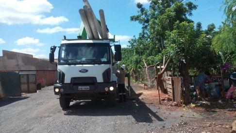 Prefeitura instala 15 postes de energia elétrica no Assentamento Santa Rita