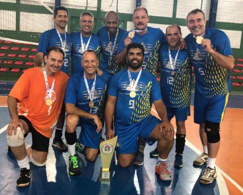 Equipe de vôlei master de Limeira é campeã da Liga Vinhedo na categoria 40+