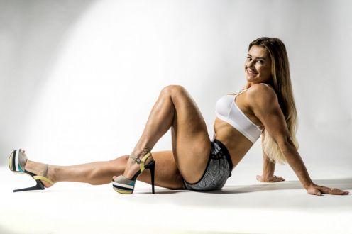 Musa fitness Milla Summers dá 8 dicas para perder peso sem frequentar a academia
