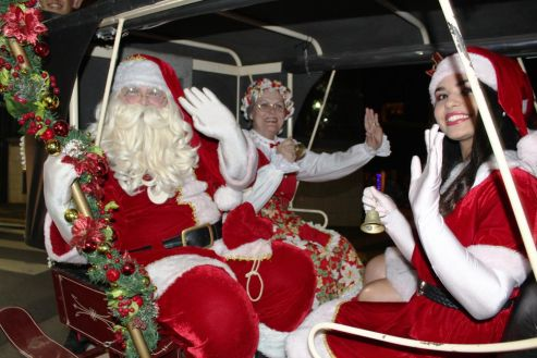 Chegada do Papai Noel abre oficialmente as cantatas de natal em Cordeirópolis