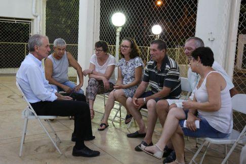 Prefeito no Bairro realiza 98 atendimentos em bairro rural de Limeira