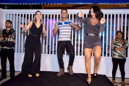Scheila Carvalho exibe corpão em inauguração de clinica de estética no interior de Sergipe