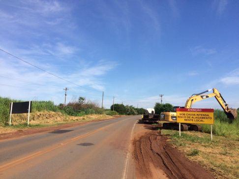 Prefeitura realiza limpeza e desassoreamento de córrego na Limeira-Cordeirópolis