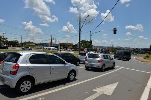 Semáforos melhoram fluidez do trânsito na rotatória do Enxuto