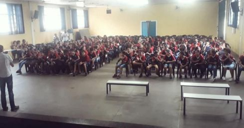 Cerca de 350 alunos participam de palestra com os temas: cidadania, direitos e deveres