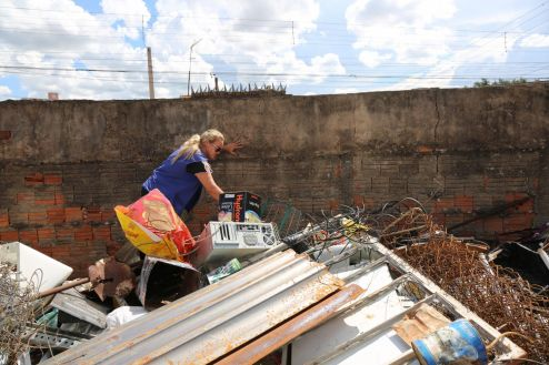 Prefeitura de Limeira notifica ferro-velho sem alvará para encerramento das atividades