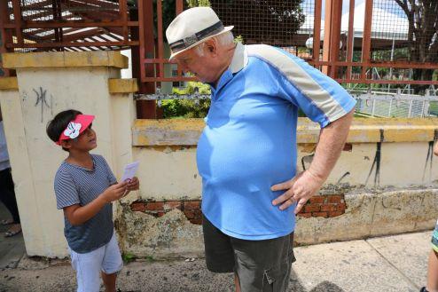 """Com """"batalhão do bem"""", alunos do Ceief Flora de Castro trabalham combate à dengue"""