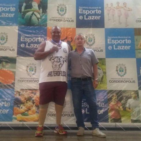 Halterofilista de Cordeirópolis quebra recordes e conquista medalha em Curitiba