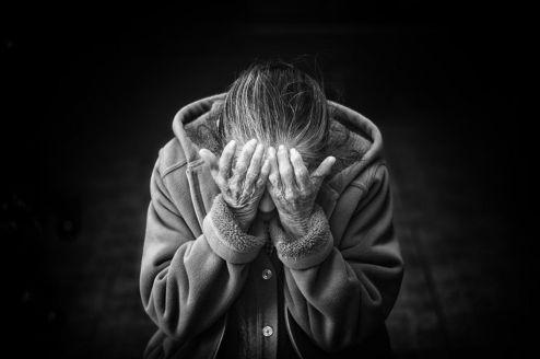 Quatro idosos são maltratados por hora no país