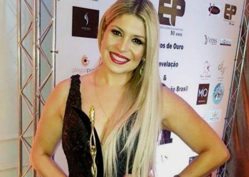 Cantora Adryana Ribeiro e Ex BBB Janaina do Mar são laureadas em SP
