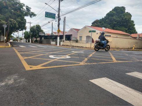 Prefeitura realiza pavimentação asfáltica e o alteamento dos tampões em várias ruas da cidade