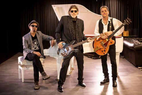 Titãs trio acústico faz show em Santa Rita do Sapucaí-MG