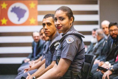 Estado homenageia os policiais nota 10 de maio